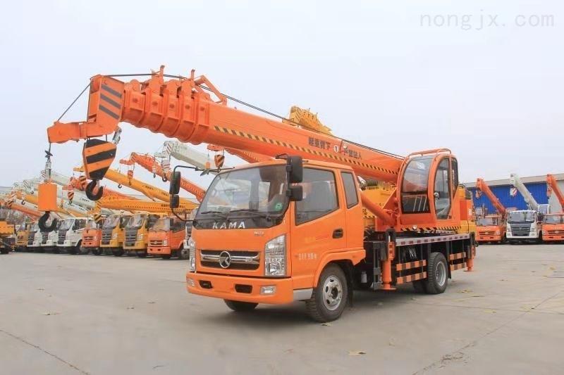 专业吊车生产厂家 8吨小型吊车配置 750钢丝胎1.2米内齿转盘 欢迎随时看车